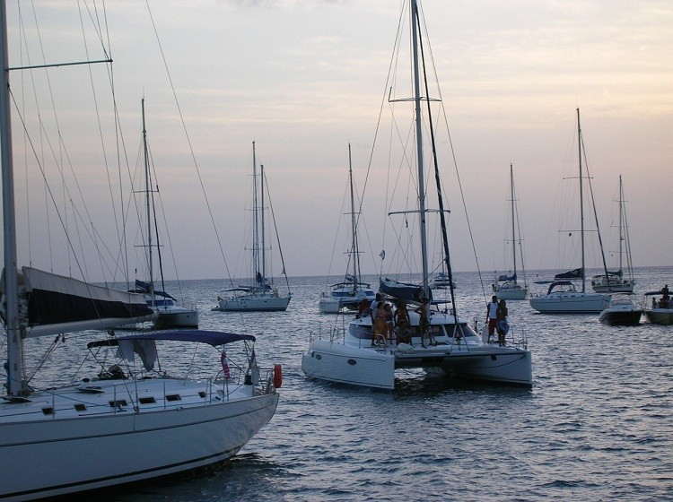 W jaki sposób właściwie dobrać jacht?